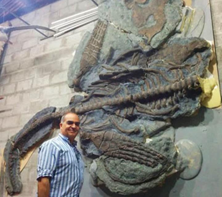 Fernando Nova standing next to a Plesiosaur