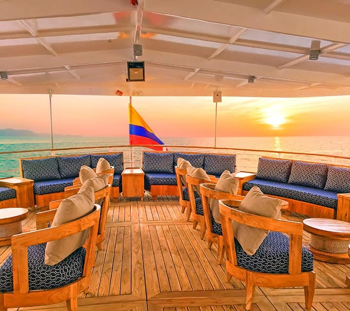 Al-fresco lounge aboard M/V Evolution