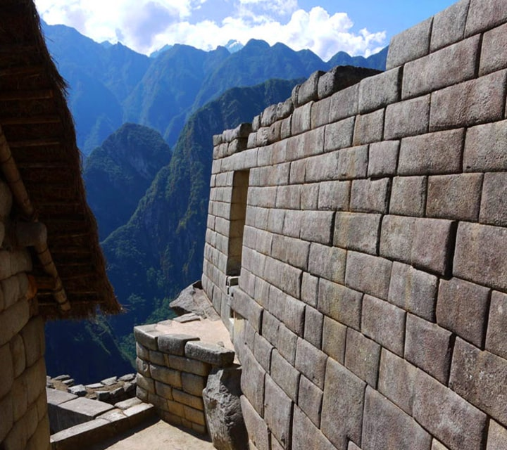Machu Picchu structures, an ingenious building technique to withstand earthquakes