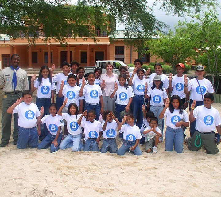 Dolores Gangotena, Founder of Quasar Expeditions, standing by all the girls of the Galapagos Scouts