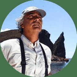 Galapagos Naturalist Guide: Roberto Plaza